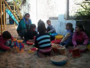 Una visita de aldeas infantiles sos a los amiguitos del for Amiguitos del jardin