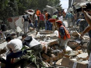Al menos 77 muertos por un potente terremoto en México