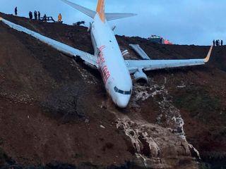 Aterrizaje de emergencia a punto de caer en un acantilado