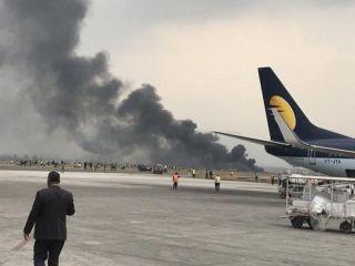 Se estrella un avión al aterrizar en Katmandú