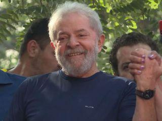 Lula pasó este domingo su primer día en prisión