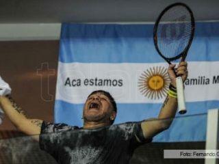 Del Potro le regaló su raqueta a Maradona