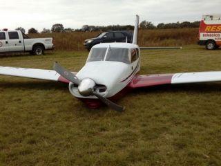 El piloto se desmaya y aterriza el avión un acompañante