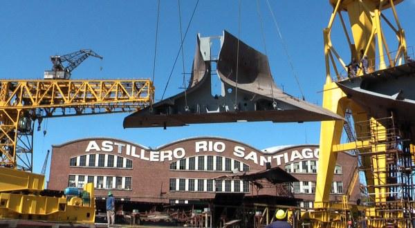 El astillero r o santiago convertido en una f brica de for Fabrica de baldosas en santiago