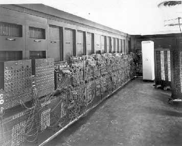 La eniac fue construida en la universidad de pennsylvania por john