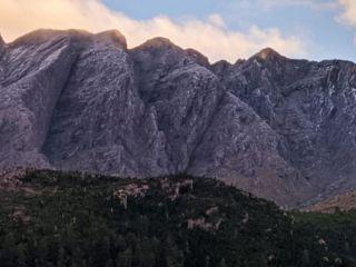 La nieve se hizo presente en el Cerro Ventana y el cordón serrano