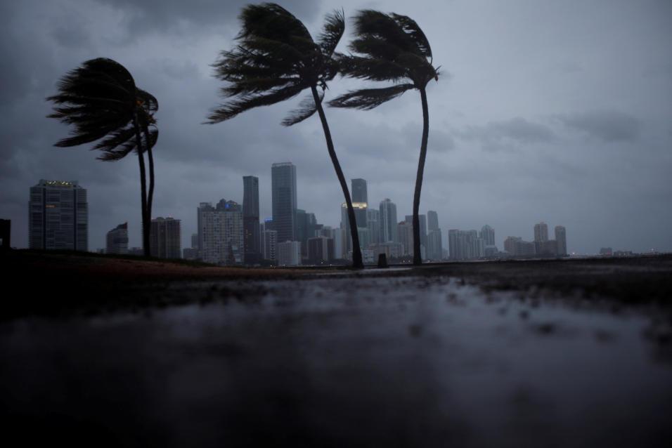Al menos tres muertos y un desastre natural en Florida