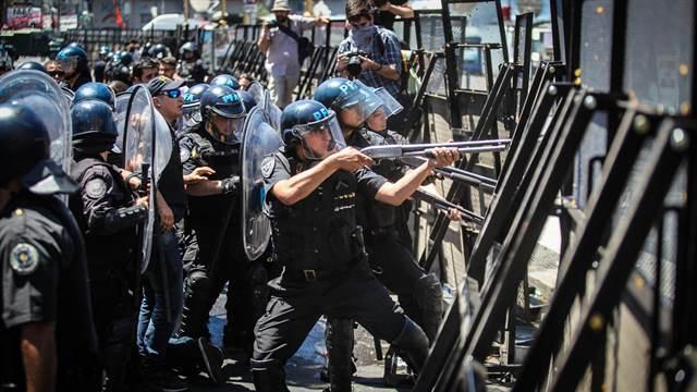 Cuarenta personas continúan detenidas