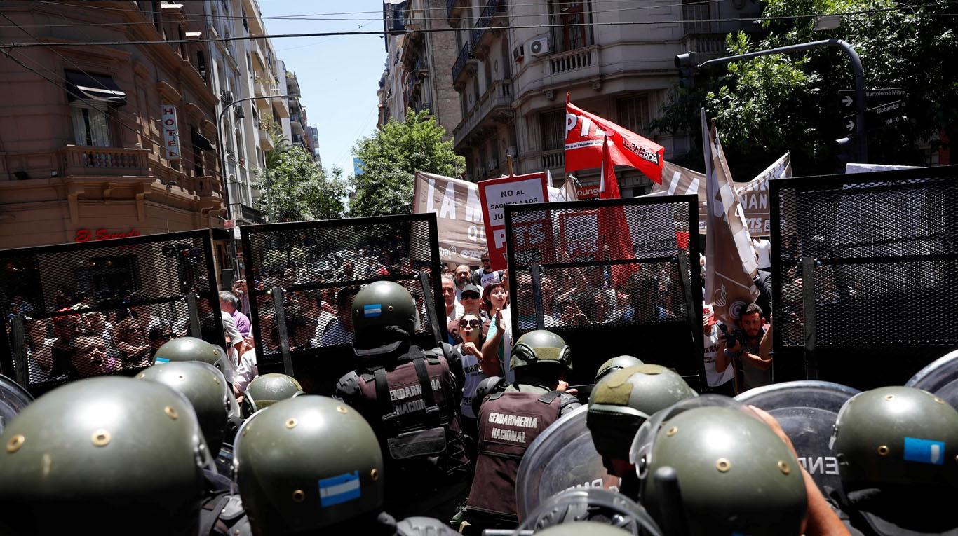 Decenas de heridos y detenidos