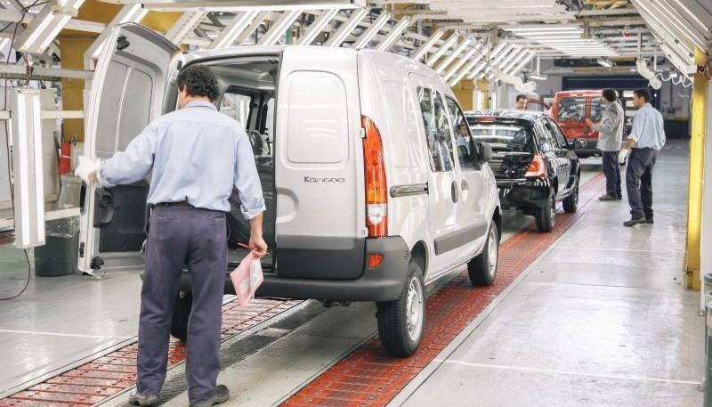 Renault suspendió a 1.500 empleados