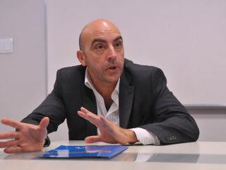 Murió el economista Tomás Bulat en un accidente de tránsito