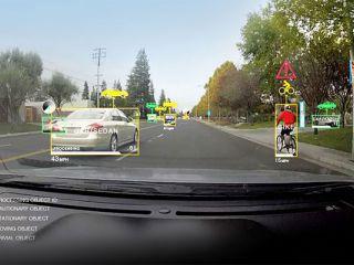 Nvidia presentó una computadora para autos que distingue peatones y ciclistas