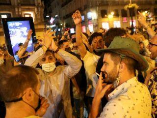 España levantó el estado de alarma por coronavirus y la gente celebró en las calles