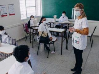 Vuelta a clases: El gobierno planea una mezcla de clases presenciales y virtuales