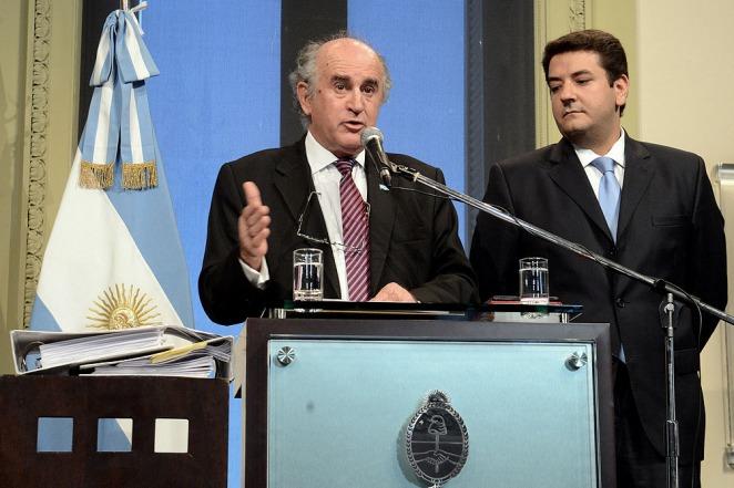Oscar Parrilli anunciando la denuncia