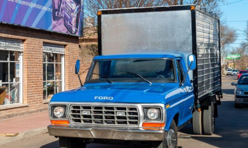 La camioneta reparada del verdulero