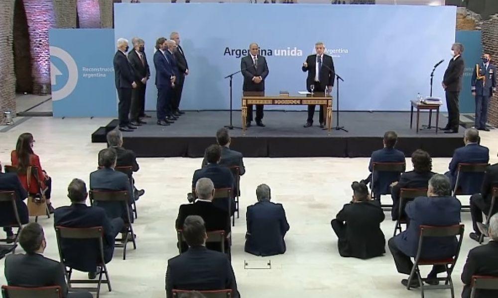 Alberto Fernández tomó la jura a los nuevos ministros