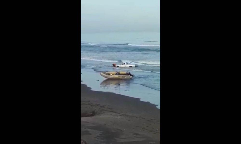 El mar se la tragó la camioneta