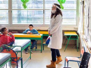 Aprobaron la nueva normalidad de las escuelas con un sistema bimodal y dos modelos de aula
