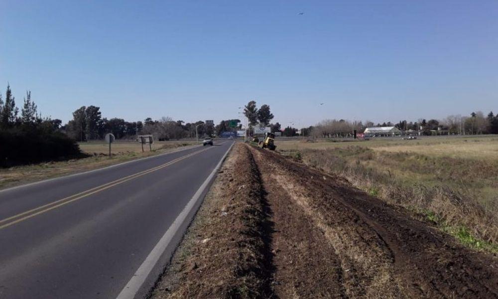 Trabajos en banquinas de la Ruta provincial 32